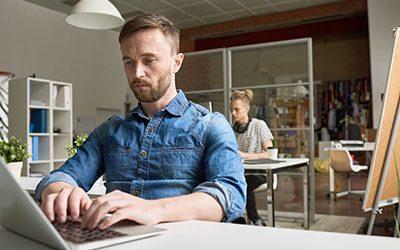 Développeur : le métier du web qui recrute le plus !